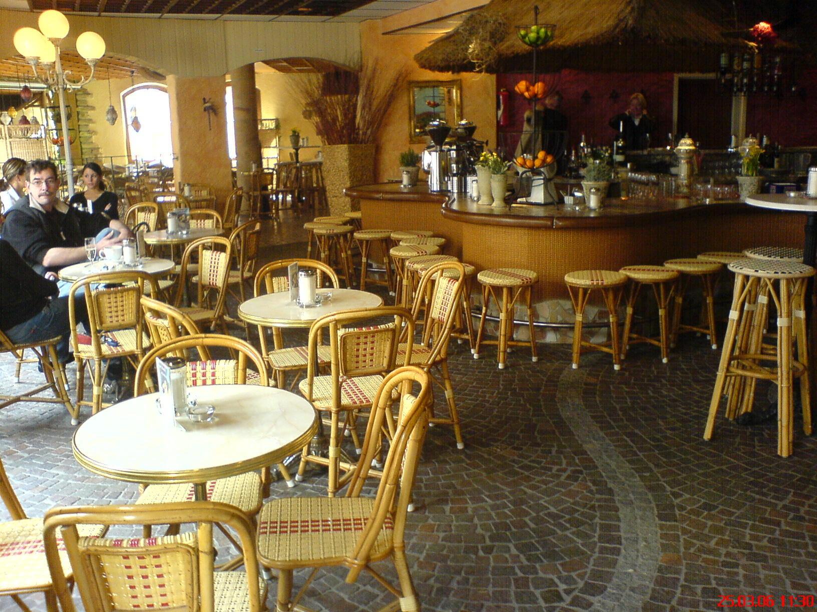 wir ber uns pierre vian bistro cafe einrichtung brasserie und gastronomiem bel gro handel. Black Bedroom Furniture Sets. Home Design Ideas